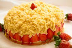 Torta mimosa alle fragole: ricetta con step fotografici