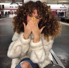 I want to have this hair soooo bad! Black Girl Curly Hairstyles, Sew In Hairstyles, Black Curly Hair, Curly Girl, Curly Hair Styles, Natural Hair Styles, Fluffy Hair, Moda Casual, Hair Game
