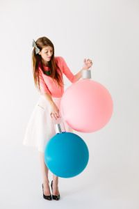 How-To: Giant Balloon Ornaments Diy Christmas Ornaments, How To Make Ornaments, Holiday Crafts, Holiday Fun, Christmas Holidays, Christmas Decorations, Holiday Decor, Xmas, Christmas Balls