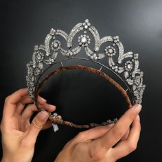 Staring the week off right by gazing at this glorious tiara. Dramatic tiara forming necklace, by Boucheron 👑 Important Jewels London, 13 June. Royal Tiaras, Tiaras And Crowns, Royal Crowns, Diamond Tiara, Rose Cut Diamond, Royal Jewelry, Fine Jewelry, Royal Crown Jewels, Jewelry Art