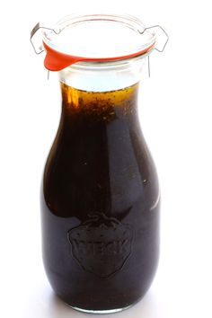 This is the BEST homemade balsamic vinaigrette recipe! It& quick and easy to make, and doubles as a delicious salad dressing or marinade. Balsamic Vinegarette, Balsamic Vinaigrette Recipe, Salad Dressing Recipes, Salad Dressings, Vinaigrette Dressing, Salad Recipes, Weck Jars, White Balsamic Vinegar, Maple Balsamic Dressing