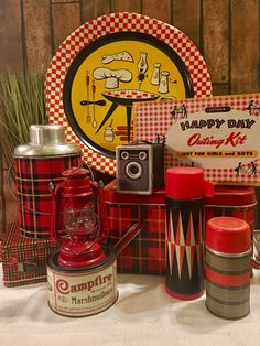 🌟Tante S!fr@ loves this📌🌟Vintage picnic cookout gear here from tin platter and kids picnic box and lots vintage thermoses topped off with Campfire marshmallows! Vintage Picnic Basket, Vintage Lunch Boxes, Vintage Tins, Vintage Decor, Picnic Box, Kids Picnic, Picnic Baskets, Picnic Parties, Picnic Ideas