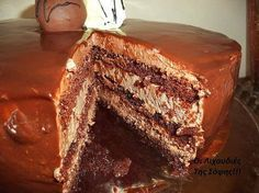 Yellow Butter Cake with Chocolate Icing.a classic.for a dessert-only date, perhaps? Frosting Recipes, Cake Recipes, Dessert Recipes, Yummy Recipes, Greek Desserts, Just Desserts, Chocolate Icing, Chocolate Chip Cookies, Yummy Treats