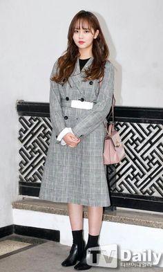 trebd coat and boots Child Actresses, Korean Actresses, Korean Actors, Hyun Soo, Kim Sohyun, Korean Celebrities, Korean Beauty, Kpop Girls, Korean Fashion