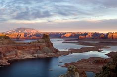 Family Vacations in Utah: Lake Powell - Lake Powell's shoreline spans nearly miles, making it a boating and fishing paradise. Learn more about family vacations in Utah and Lake Powell. Glen Canyon, Canyon Lake, Canyon Utah, Lake Powell, The Parking Spot Hobby, Photos Originales, Destinations, Natural Bridge, New York