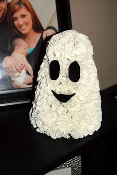 Great Ideas -- 30 Fall Projects!!  Cupcake liner ghost