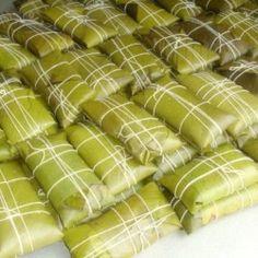 Ayaka (Pakketjes van funchi en kip) | Antilliaans-Eten.nl