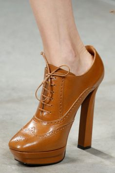 Bottega Veneta Fall 2013 Ready-to-Wear Collection - Vogue Oxford Shoes Heels, Shoe Boots, High Heels, Women's Shoes, Open Toe Boots, Shoes 2014, Prom Shoes, Bottega Veneta, Comfortable Shoes