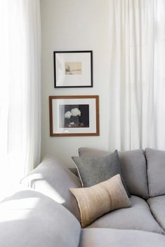 Learn how to curate beautiful gallery walls in your home with inexpensive wall art and our fool proof tips! #gallerywalls #wallart #farmhousedecor Gallery Wall Frames, Gallery Walls, Inexpensive Wall Art, Found Art, Painted Doors, Minimalist Living, Hanging Wall Art, Home Living Room, Farmhouse Decor