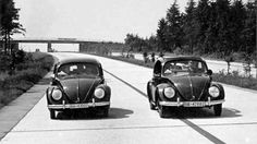 Typ 60 (car and Typ 60 on the Reichsautobahn. Licence plate numbers and 1938 Vw Bus, Van Vw, Kdf Wagen, Vw Vintage, Ferdinand Porsche, Porsche Design, Vw Beetles, Classic Cars, Dreams