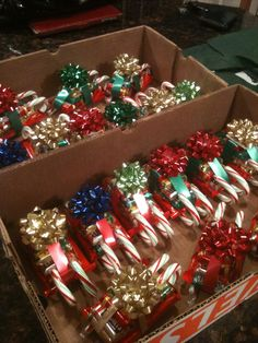 In this DIY tutorial, we will show you how to make Christmas decorations for your home. Christmas Candy Crafts, Diy Christmas Videos, Large Christmas Baubles, Diy Holiday Gifts, Christmas Crafts For Gifts, Homemade Christmas Gifts, Xmas Gifts, Christmas Fun, Holiday Fun