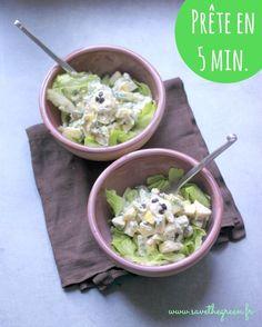 Salade Waldorf prête en 5 minutes : pommes, noix, celeri... et 3 idées de sauces pour l'accompagner
