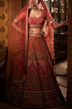 Red embroidered bridal lehenga designed by Tarun Tahiliani at AASHNI+CO - Design interests Indian Bridal Lehenga, Indian Bridal Outfits, Indian Bridal Fashion, Indian Designer Outfits, Wedding Outfits, Tarun Tahiliani, Lehenga Designs, Dress Indian Style, Indian Dresses