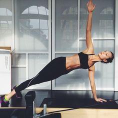 Karlie Kloss http://www.vogue.fr/mode/mannequins/diaporama/la-semaine-des-tops-sur-instagram-22/18170/image/990725#!karlie-kloss