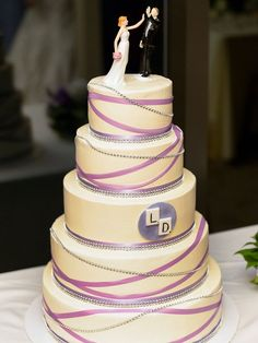 Cute and funny grooms cake ideas 05 Ivory Wedding Cake, Purple Wedding Cakes, Fall Wedding Cakes, Unique Wedding Cakes, Beautiful Wedding Cakes, Mauve Wedding, Funny Grooms Cake, Funny Wedding Cake Toppers, Bride And Groom Cake Toppers