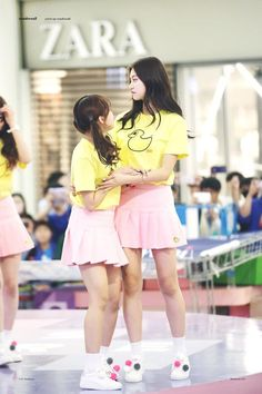 This height difference omg  Yoojung and Doyeon