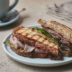 El sanguche de Roast Beef de Martina Cafe martinacafe breakfast food sandwich roastbeef breadlover happyday foodandwine lifeandthyme sandwichlover