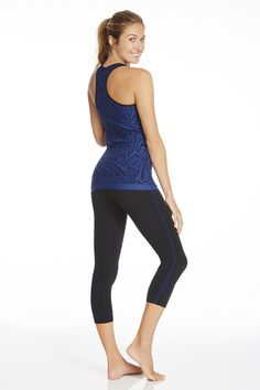 I love this Macaw outfit from @fabletics #ambsdr