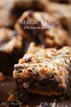 Magic Bar Brownies - Oh. These brownies are some of the BEST that I have had! So many amazing flavors and textures layered into one fabulous brownie! A must make recipe for sure! Just Desserts, Delicious Desserts, Dessert Recipes, Yummy Food, Eat Dessert First, Dessert Bars, Yummy Treats, Sweet Treats, Anzac Biscuits