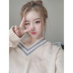 Mijoo~unnie, you're sooo pretttttyyyy😍 Woollim Entertainment, Nayeon, Girl Group, Turtle Neck, Bias Wrecker, Fashion, Moda, Fashion Styles, Fashion Illustrations