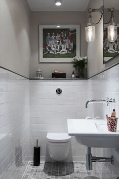 tiny attic bathroom Inspiration – Linn Bad Inspiration – Linn Bad Stile Libero hits the spirit of time in the concrete and terrazzo trend. Choice of washbasin and toilet in matt white or glossy white porcelain? Small Bathroom Tiles, Attic Bathroom, Bathroom Inspo, Bathroom Inspiration, Home Interior, Bathroom Interior, Interior Design Living Room, Corner Furniture, Guest Toilet