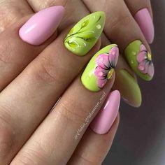 8 Very Pretty Floral Nails To Keep Your Nails Looking Pretty - Hashtag Nail Art Nail Art Designs, Flower Nail Designs, Nail Designs Spring, Nail Color Combinations, Animal Nail Art, Nagellack Design, Vacation Nails, Super Nails, Bright Nails