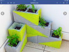 Jardinera con blokes de cemento