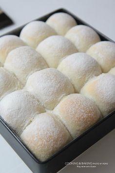 요거트 모닝빵 부드럽고 순한 액티비아 요거트로 촉촉하고 맛있는 요거트 모닝빵 만들어 보았어요~ 항상 같... Donuts, Milk Bun, Bread Machine Recipes, Healthy Baking, Kimchi, Bread Baking, Sandwiches, Food And Drink, Sweets