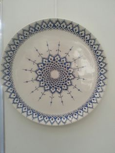 #çini #tabak Ceramic Tile Art, Ceramic Painting, Ceramic Pottery, China Painting, Clay Plates, Rangoli Ideas, Arabesque Pattern, Glazed Tiles, Turkish Art