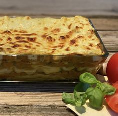 Diese vegetarische Lasagne mit Linsen schmeckt richtig lecker und macht satt. Lasagna, Ethnic Recipes, Food, Vegetarian Lasagne, Proper Tasty, Lenses, Lasagne, Meal, Eten