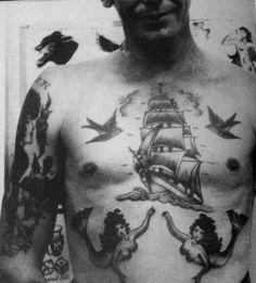 Old school tattoo www.tattoodefender.com #Oldschool #tattoo #tatuaggio…