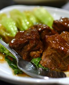 Low FODMAP Recipe and Gluten Free Recipe - Chinese-style braised beef   http://www.ibssano.com/low_fodmap_recipes_chinese_style_braised_beef.html