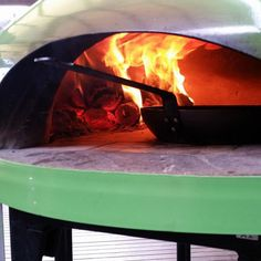 The Giotto Oven is a contemporary style, high-quality Australian-made portable pizza oven. The two year project of research and development has resulted in a high end design, and extremely functional wood fire oven. Best Outdoor Pizza Oven, Portable Pizza Oven, Wood Fired Oven, Wood Fired Pizza, Mobile Pizza Oven, Fire Pizza, Wall Oven, Contemporary Style, Firewood