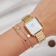 The La Tétragone combines a classic white pearl face and gold three-link straps for the perfect blend of timeless yet contemporary design. Explore our full collection! Gold Watches Women, Trendy Watches, Elegant Watches, Gold Gold, Style Androgyne, Cute Headphones, Pearl Boutique, Vetement Fashion, Real Pearls
