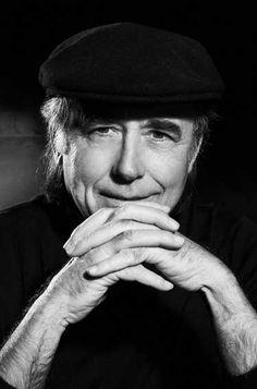Joan Manuel Serrat Teresa (Barcelona, 27 de diciembre de 1943) es un cantautor, compositor, intérprete, poeta y músico español.