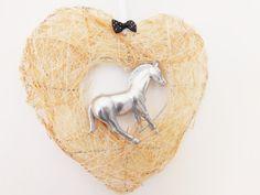 Chevauchée fantastique Cheval argenté sur cœur en par FolleDeJoie
