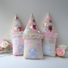Fabric Dolls, softies & more. Rose Scintillante, Cottage Cushions, Diy Quiet Books, Sewing Crafts, Diy Crafts, Baby Girl Room Decor, Diy Cushion, Tooth Fairy Pillow, Fabric Houses