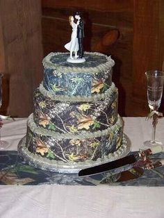 Camo wedding cake  (I would change it to a white camo cake, for a winter camo theme wedding)