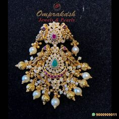 Pendant Jewelry, Gold Jewelry, Beaded Jewelry, Jewelery, Gold Necklaces, Gold Bridal Earrings, Gold Earrings Designs, Necklace Designs, Gold Buttalu