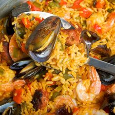 Report Advertisement Seafood and Chorizo Paella Serves 6 Ingredients 1 Spanish Dishes, Spanish Food, Spanish Rice, Seafood Dishes, Seafood Recipes, Couscous Quinoa, Spanish Paella Recipe, Rice Recipes, Cooking Recipes