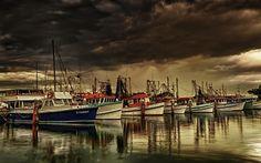 Google képkeresési találat: http://www.pulsarmedia.eu/data/media/23/Stormy_Morning_Beautiful_Boats_Calm_Hdr_1200X1920.jpg