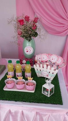 Treats at a Peppa Pig birthday party! See more party planning ideas at… Sofia The First Birthday Party, Pig Birthday, 4th Birthday Parties, Birthday Celebration, Fiestas Peppa Pig, Cumple Peppa Pig, Princess Peppa Pig Party, Aniversario Peppa Pig, Festa Party