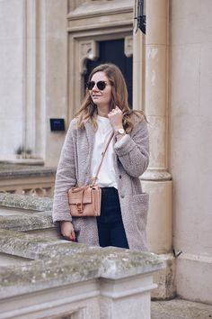 Streetstyle Herbst Outfit mit Teddymantel, Mango Pullover, Jeans und Coccinelle Arlettis Winter Mode Outfits, Winter Fashion Outfits, Mango, Winter Stil, Pullover, Daisies, Jeans, Glitter, Album