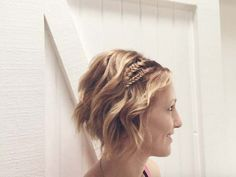 red wavy bob hairstyle with two braids Box Braids Hairstyles, Prom Hairstyles For Short Hair, Wavy Bob Hairstyles, Short Hair Updo, Wedding Hairstyles, Curly Hair Styles, Bob Haircuts, Hairstyle Ideas, Girl Hairstyles