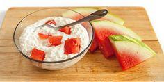 My 3 fav fruit snacks: Watermelon & Cottage Cheese, Strawberries & Cream, Vanilla Yogurt & Sliced Banana Pizza Nutrition Facts, Watermelon Nutrition Facts, Nutrition Chart, Watermelon Recipes, Nutrition Store, Food Nutrition, Honey Recipes, Sweet Recipes, Snack Recipes