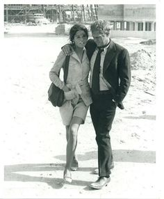 Ali MacGraw and Steve McQueen. Yeah I know it did not last, but wow aren't they a beautiful couple?