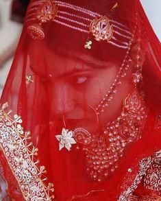 Rajasthani Bride, Rajasthani Dress, Indian Wedding Henna, Bridal Nose Ring, Beautiful Indian Brides, Indian Bridal Jewelry Sets, Rajputi Dress, Fancy Earrings, Royal Dresses