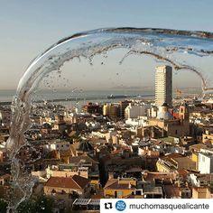Nuestros amigos de @muchomasquealicante nos sorprenden con esta espectacular imagen. Como siempre, el #agua y #Alicante como protagonistas. #MifotoAlicante #AlicanteCity #Alicante #CostaBlanca