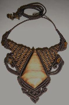 Collar de Obsidiana ahumada (México) y Unakitas (India)             Collar de macraméde Ágata con dendritas   (vegetación interior) ...