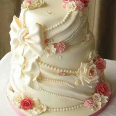 Romantic cake with pearls, pink roses and a big white bow.  Very pretty.   ᘡղbᘠ